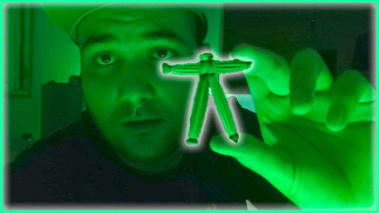 STRAŠNO:  Domaćem  YouTuberu neko polupao roletne i ostavio UKLETU VUDU lutku ispred vrata! (Video)