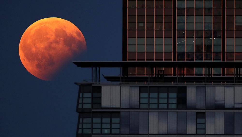 Pomračenje Meseca na live stream-u