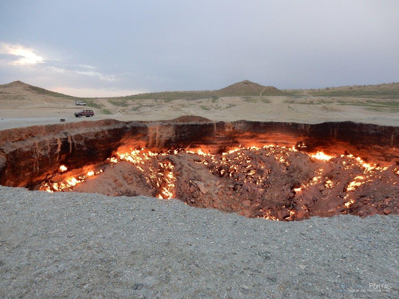 Vrata PAKLA - 40 godina gori vecna vatra
