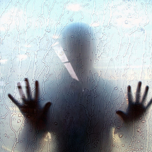 Probudio me lupanje po prozoru kada sam se ukreula sledila mi se krv u zilama